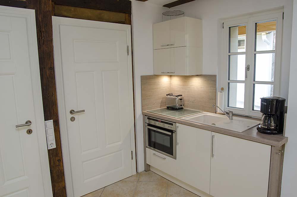 Küchenzeile, komplett ausgestattet - Apartment Biengarten, Gästehaus Meerspinne