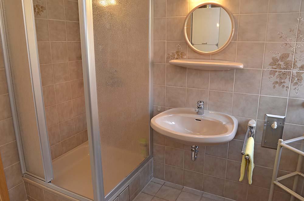 Bad 2 mit Dusche, WC - Fewo Meerspinne, Gästehaus Meerspinne