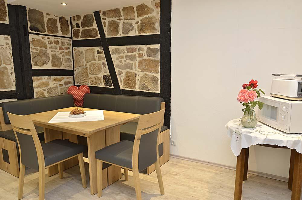 Moderne Küche mit gemütlicher Essecke - Fewo Meerspinne, Gästehaus Meerspinne