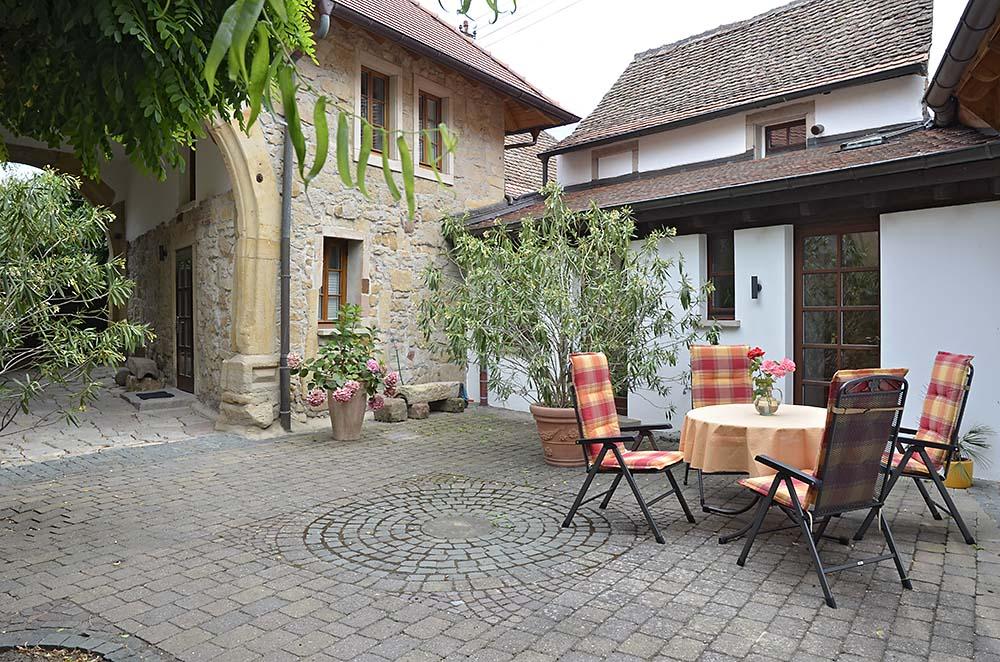 Terrasse mit Tisch und Stühlen - Fewo Meerspinne, Gästehaus Meerspinne