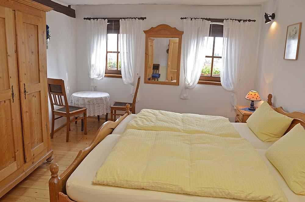 Schlafzimmer 2 mit Doppelbett & Kleiderschrank - Fewo Meerspinne, Gästehaus Meerspinne